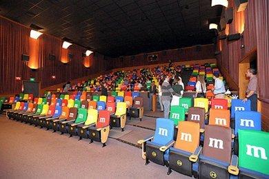Реклама в кінотеатрі перед показом фільму